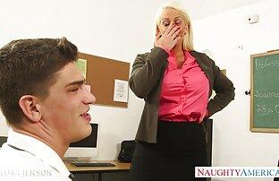Braunhaarige Frau in Golf schwarzen heiße frauen beim sex Streifen überwältigt.