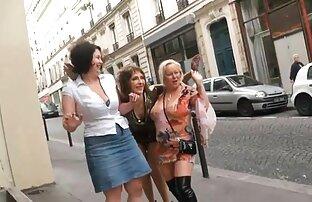 Ausziehen-aus lesbischer frauensex ihrem Höschen.