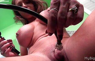 Asiatische Frau stöhnt aus frauen im sex dem Spielzeug ficken.