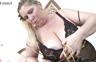 Einfügen seltsamer Objekte in pussy. frauen sex