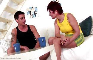 Fitnesstrainer schlägt die Blondine am Anfang und in frauen sex gratis der Mitte der Brust.