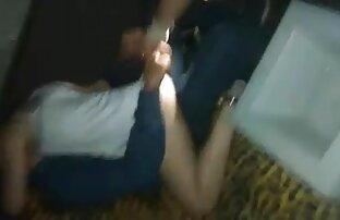 Braune Haare, lesbische frauensex russische Frau für sie, um ihren Arsch zu braten.