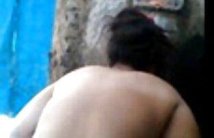 Zwei erotische frauen beim sex Paare zusammen sex im Wald.